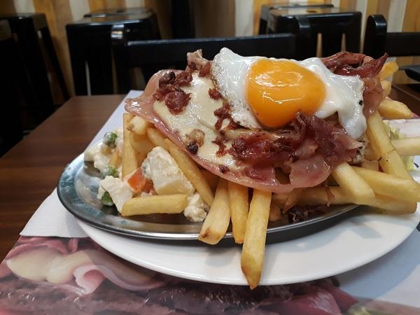 Chivito Uruguaio - Lo de Pepe al plato