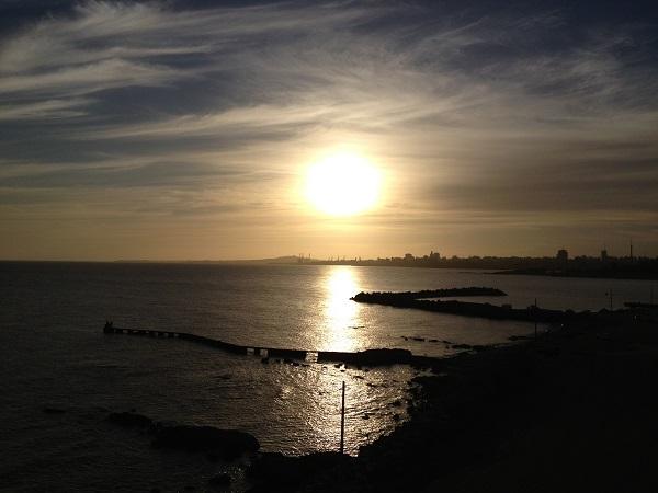 Por do sol no Farol de Punta Carretas